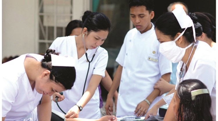 filipino nurses The director general of tripoli medical center, nabil al-ajili, said that the center is about to hire 850 nurses from the philippines to work within the multiple sections of the center, which suffers from lack of specialized nursing.